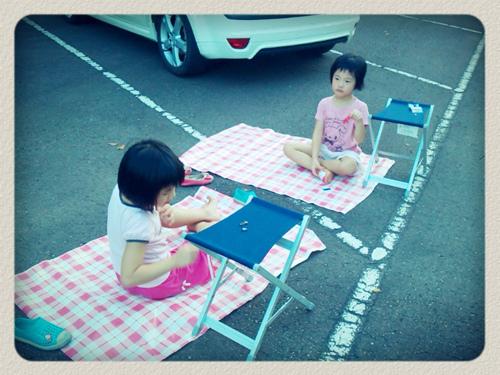 野餐席地而坐.jpg