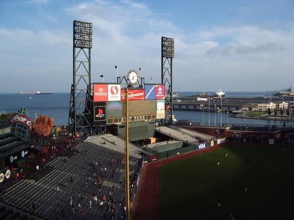 傍晚的巨人球場跟舊金山灣