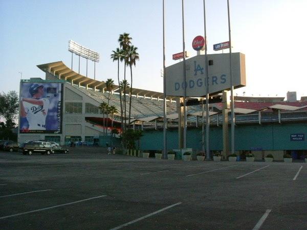 道奇球場右外野側停車場