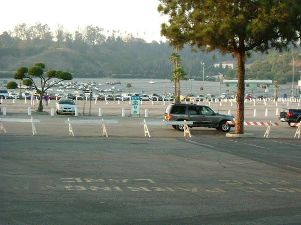 道奇球場外野側停車場
