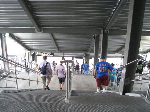 捷運站謝亞球場站