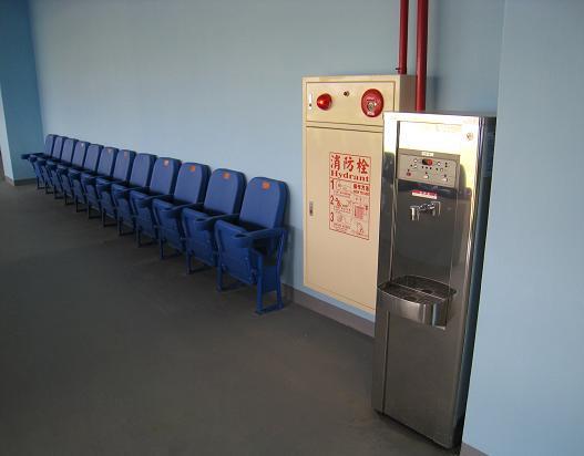飲水機及底排座椅.JPG