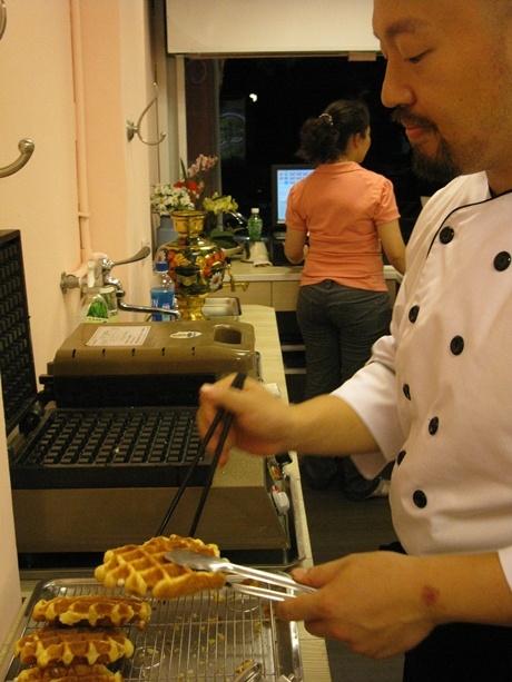 Chef's Waffle 201009.jpg