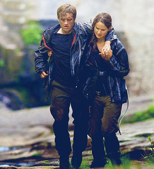 KatnissPeetaLimp.png