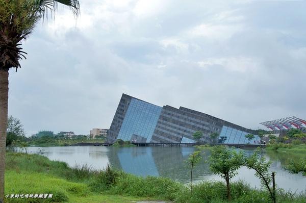 蘭陽博物館:【宜蘭】雨天造訪特殊建築~沉入水中的蘭陽博物館