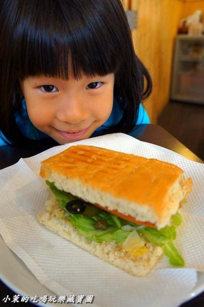 歐加米咖啡館:【台北】是愛心鬆餅耶!連小孩都無法抗拒的歐燒~