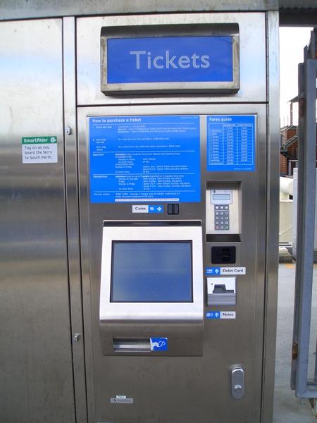 買票搭渡輪可以到南柏斯