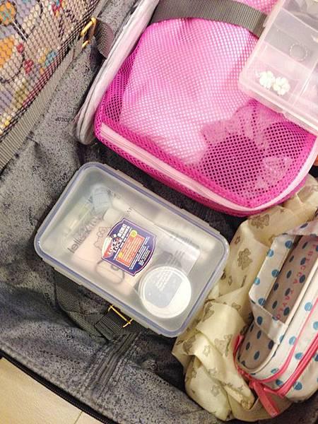 大創好物-旅行好物超實用-衣物收納袋-飾品收納盒-保養品分裝瓶罐-牙刷組-行李繫帶綁帶-髮飾收納-真空衣物袋 (41)