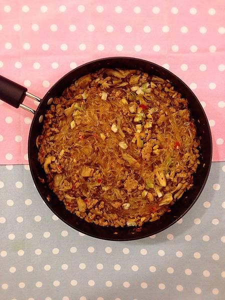 單身料理-簡便懶人料理-螞蟻上樹-舞菇料理-櫻花蝦空心菜 (3)