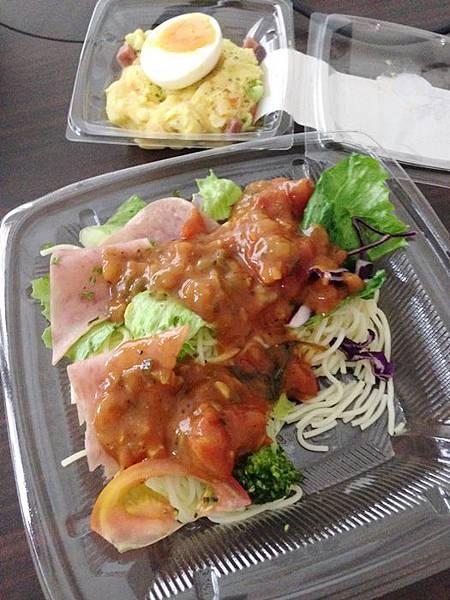 婚前瘦身大作戰-減肥餐減肥料理-青菜沙拉蔬菜輕食-costco-伊莉莎白辣醬 (2)