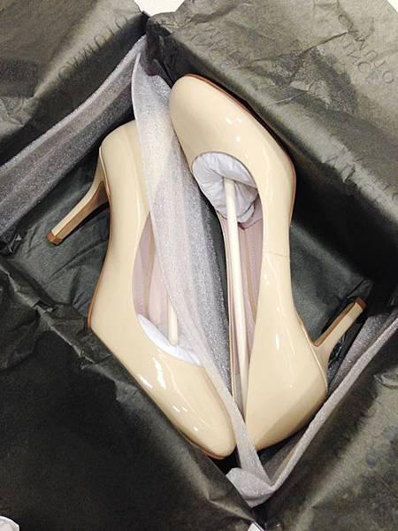 Vince Camuto-amazon購入-OL超百搭-黑色裸色漆皮高跟鞋 (14)