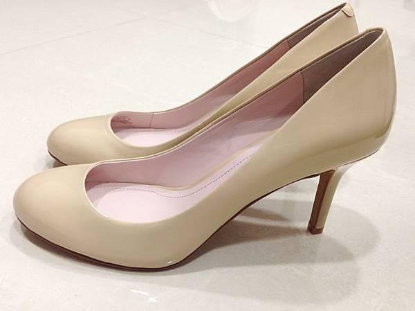 Vince Camuto-amazon購入-OL超百搭-黑色裸色漆皮高跟鞋 (22)