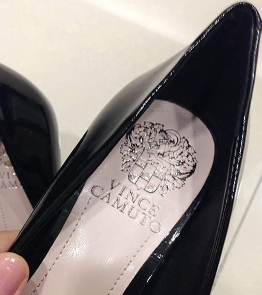 Vince Camuto-amazon購入-OL超百搭-黑色裸色漆皮高跟鞋 (31)