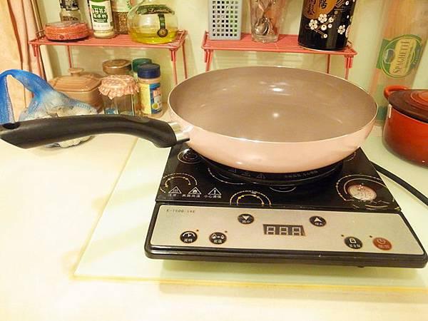 Mama Cook 綻粉陶瓷不沾鍋組-粉紅小廚房Pink粉紅鍋具-固崗平底鍋炒鍋木鏟 (30)