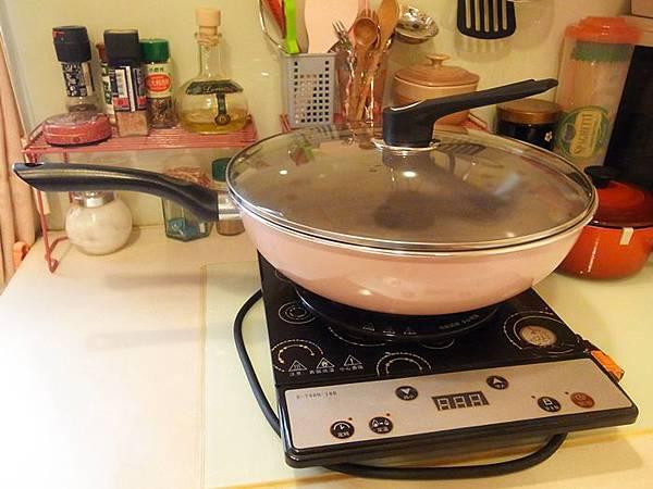 Mama Cook 綻粉陶瓷不沾鍋組-粉紅小廚房Pink粉紅鍋具-固崗平底鍋炒鍋木鏟 (110)