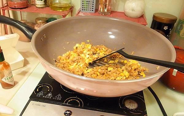 Mama Cook 綻粉陶瓷不沾鍋組-粉紅小廚房Pink粉紅鍋具-固崗平底鍋炒鍋木鏟 (49)