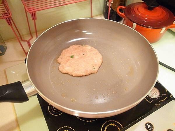 Mama Cook 綻粉陶瓷不沾鍋組-粉紅小廚房Pink粉紅鍋具-固崗平底鍋炒鍋木鏟 (67)