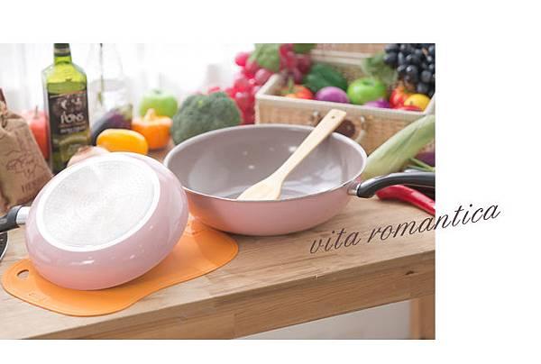 Mama Cook 綻粉陶瓷不沾鍋組-粉紅小廚房Pink粉紅鍋具-固鋼平底鍋炒鍋木鏟 (1123)