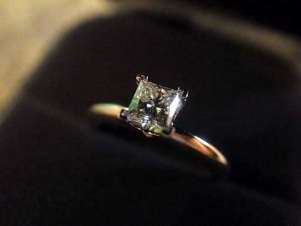 囍-Wedding-求婚戒-engagement Ring-夢幻Tiffany蒂芬妮鑽戒-公主方鑽Princess cut Diamond-blue box小藍盒 (66)