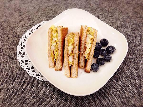 自製早餐DIY-蛋沙拉三明治 (8)
