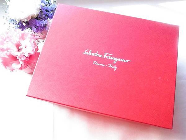 Wedding-Wngagement-訂婚六禮-衣服禮頭尾禮-氣質Salvatore Ferragamo粉紅側背經典款蝴蝶結小包-喜氣洋洋 (52)