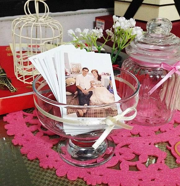 Wedding-Daiso大創好物-小資新娘的婚禮佈置-玻璃冰淇淋杯DIY蝴蝶結緞帶浪漫小卡置物杯 (1)