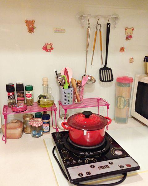 小套房佈置收納-單身粉紅小廚房-保養品櫃-化妝台 (2)