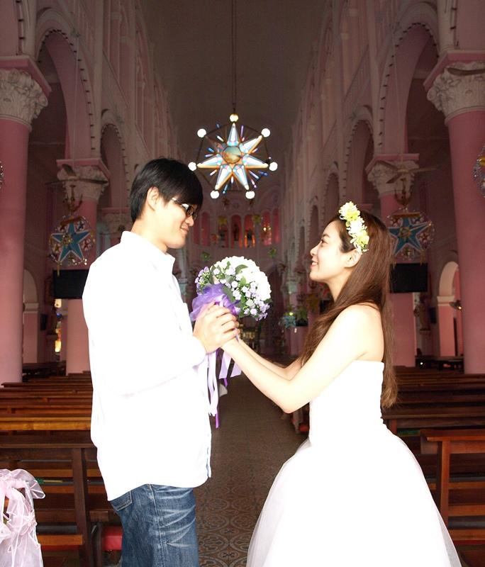自己拍婚紗-越南自助婚紗-胡志明市粉紅教堂新定教堂西貢耶穌聖心堂拍婚紗-淘寶婚紗 (114)