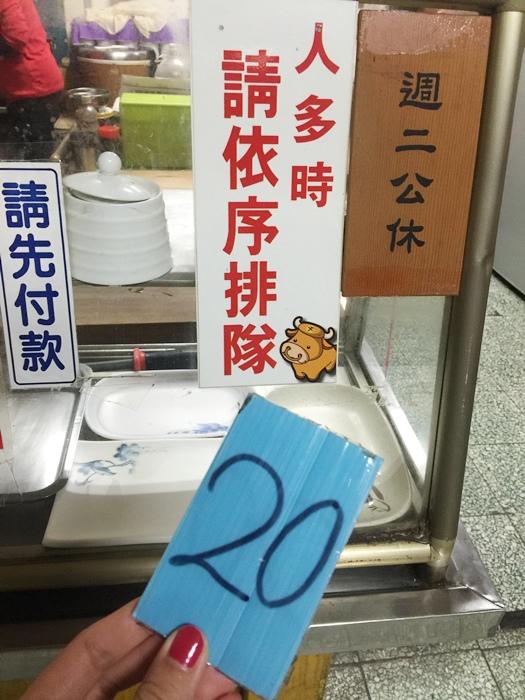 凌晨五點開賣-六千牛肉湯-台南小吃排隊美食推薦-牛肉湯界的傳奇-溫體牛肉涮清湯 (3)