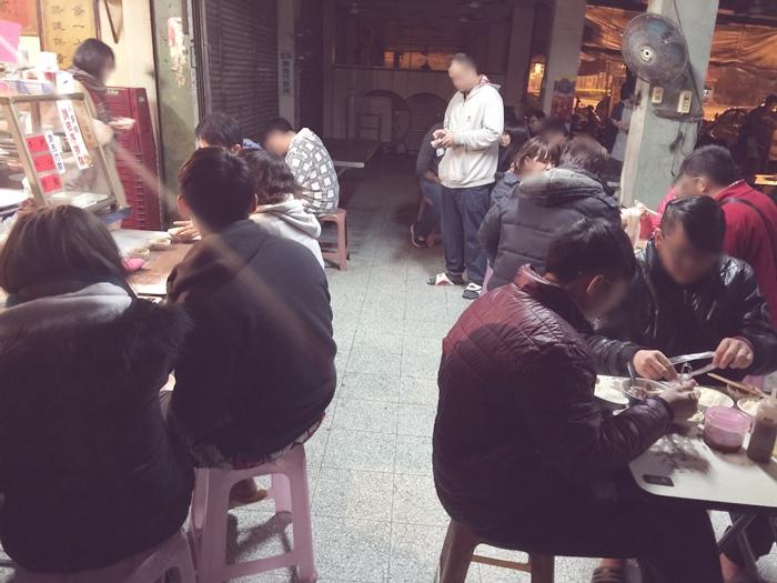 凌晨五點開賣-六千牛肉湯-台南小吃排隊美食推薦-牛肉湯界的傳奇-溫體牛肉涮清湯 (36)