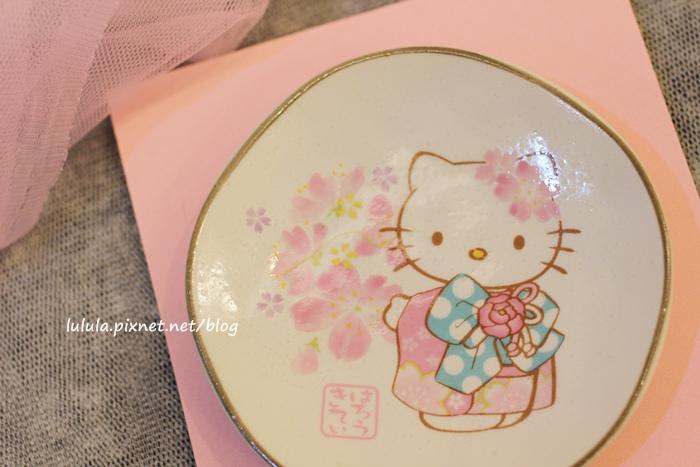 日本京都大阪戰利品-Kitty小碟子-藥妝店保養品電器零食和果子伴手禮 (1)