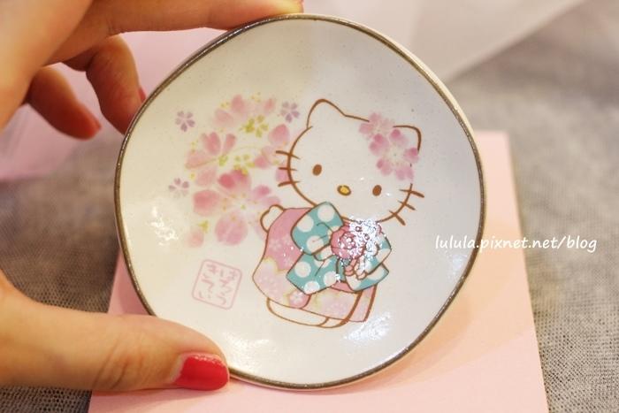 日本京都大阪戰利品-Kitty小碟子-藥妝店保養品電器零食和果子伴手禮 (5)