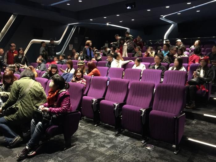 逃出電影院cinema escape-三創生活園區-Clapper theater-真人實境密室逃脫遊戲-大型解謎遊戲-限定版 大型遊戲-qhat帽子烤工廠-一直玩工作室-gellybombgames接力棒-secret assembly(678)