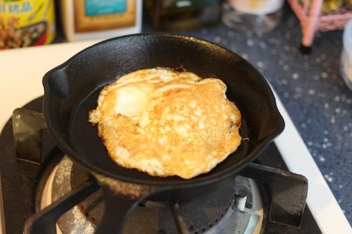 nitori宜得利小鐵鍋開鍋注意事項-15cm 19cm-開鍋料理-煎蛋-荷蘭鬆餅dutch baby (3)