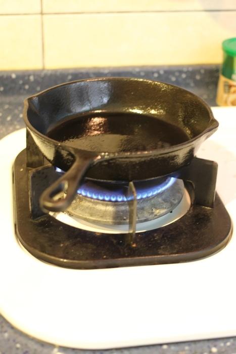 nitori宜得利小鐵鍋開鍋注意事項-15cm 19cm-開鍋料理-煎蛋-荷蘭鬆餅dutch baby (25)