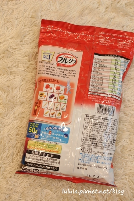 日本超市美食-Calbee卡樂比草莓水果乾穀片麥片-早餐麥片 (4)