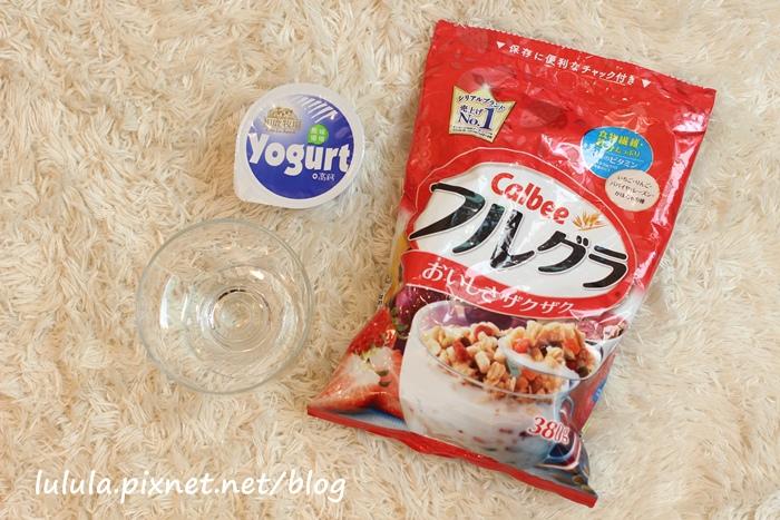 日本超市美食-Calbee卡樂比草莓水果乾穀片麥片-早餐麥片 (7)