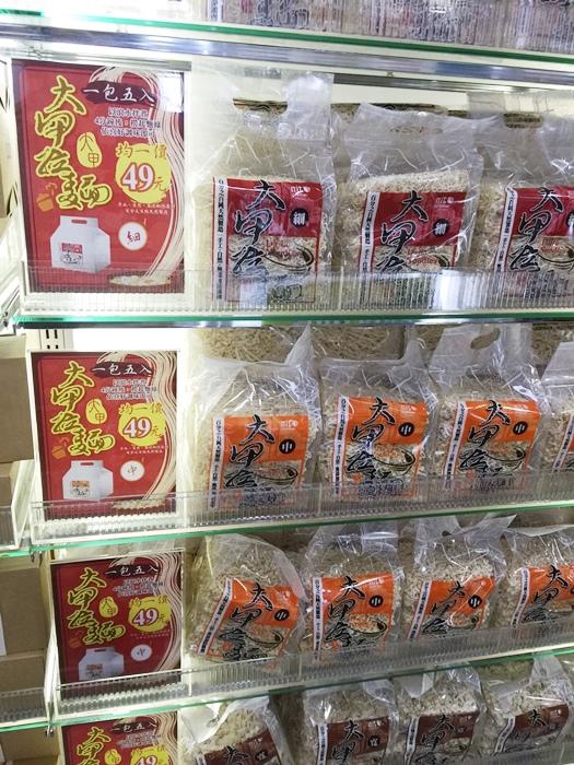 Daiso大創好物-阿舍乾麵-蝦仁干貝櫻花蝦-沙茶海鮮醬汁口味-懶人料理-簡便晚餐 (47)