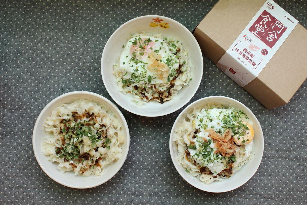 Daiso大創好物-阿舍乾麵-蝦仁干貝櫻花蝦-沙茶海鮮醬汁口味-懶人料理-簡便晚餐 (1)