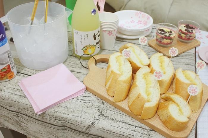 Daiso 大創好物-櫻花野餐sakura party-免洗餐具免洗杯免洗叉匙-櫻花野餐墊-櫻花便當道具-櫻花裝飾叉-櫻花系列粉紅色餐巾紙-綠咖哩牛排水餃福利大蒜麵包柚子酒 (66)