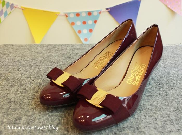 孕婦日記-跟高跟鞋說掰掰-鞋櫃裡的15雙高跟鞋收藏-D+af-Ferragamo-Vince Camuto-Red Velvet 紅絲絨婚鞋-Bo Derek-Diana (3)