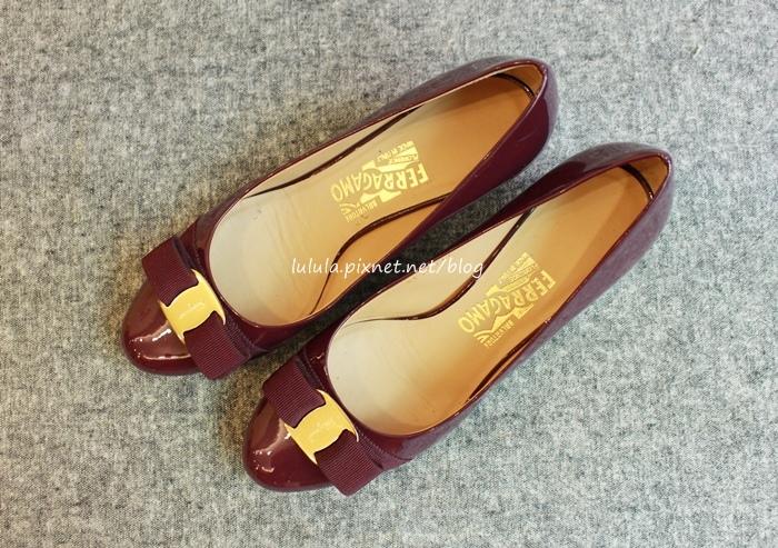 孕婦日記-跟高跟鞋說掰掰-鞋櫃裡的15雙高跟鞋收藏-D+af-Ferragamo-Vince Camuto-Red Velvet 紅絲絨婚鞋-Bo Derek-Diana (4)