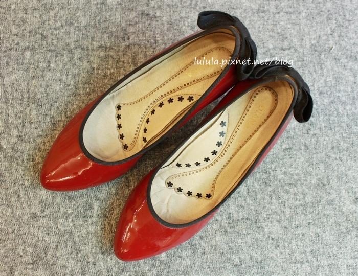 孕婦日記-跟高跟鞋說掰掰-鞋櫃裡的15雙高跟鞋收藏-D+af-Ferragamo-Vince Camuto-Red Velvet 紅絲絨婚鞋-Bo Derek-Diana (7)