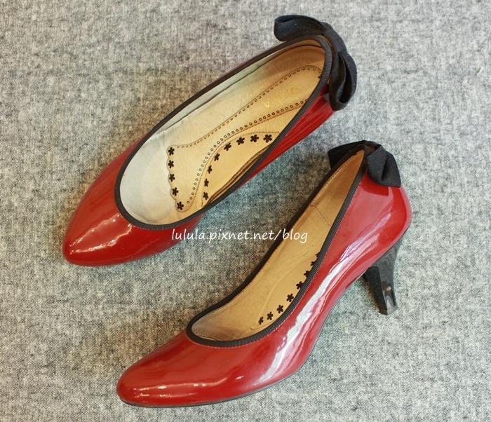 孕婦日記-跟高跟鞋說掰掰-鞋櫃裡的15雙高跟鞋收藏-D+af-Ferragamo-Vince Camuto-Red Velvet 紅絲絨婚鞋-Bo Derek-Diana (6)