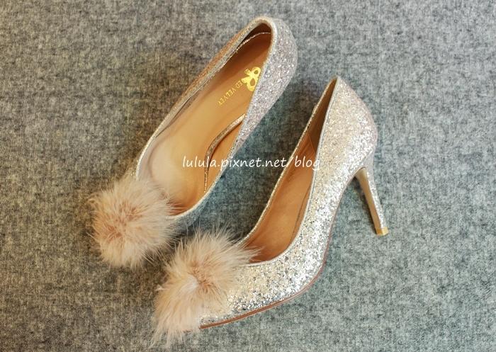 孕婦日記-跟高跟鞋說掰掰-鞋櫃裡的15雙高跟鞋收藏-D+af-Ferragamo-Vince Camuto-Red Velvet 紅絲絨婚鞋-Bo Derek-Diana (12)