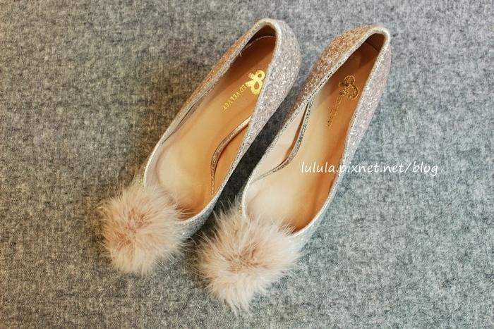 孕婦日記-跟高跟鞋說掰掰-鞋櫃裡的15雙高跟鞋收藏-D+af-Ferragamo-Vince Camuto-Red Velvet 紅絲絨婚鞋-Bo Derek-Diana (11)