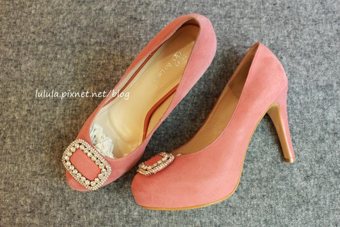 孕婦日記-跟高跟鞋說掰掰-鞋櫃裡的15雙高跟鞋收藏-D+af-Ferragamo-Vince Camuto-Red Velvet 紅絲絨婚鞋-Bo Derek-Diana (18)