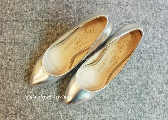 孕婦日記-跟高跟鞋說掰掰-鞋櫃裡的15雙高跟鞋收藏-D+af-Ferragamo-Vince Camuto-Red Velvet 紅絲絨婚鞋-Bo Derek-Diana (28)