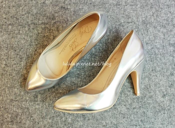 孕婦日記-跟高跟鞋說掰掰-鞋櫃裡的15雙高跟鞋收藏-D+af-Ferragamo-Vince Camuto-Red Velvet 紅絲絨婚鞋-Bo Derek-Diana (29)