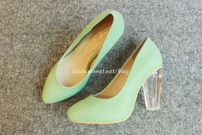 孕婦日記-跟高跟鞋說掰掰-鞋櫃裡的15雙高跟鞋收藏-D+af-Ferragamo-Vince Camuto-Red Velvet 紅絲絨婚鞋-Bo Derek-Diana (1)